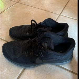 Used NIKE FLEX RUN women